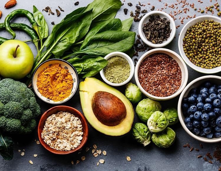 Dieta Mądrych Jelit – Co Powinna Zawierać i Jak Dobrze Odżywiać Swoje Bakterie Jelitowe? Lista 10 produktów przyjaznych jelitom